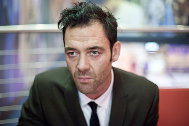 The 50-year old son of father Csókás Márton and mother Margaret Christine Rayner, 187 cm tall Marton Csokas in 2017 photo