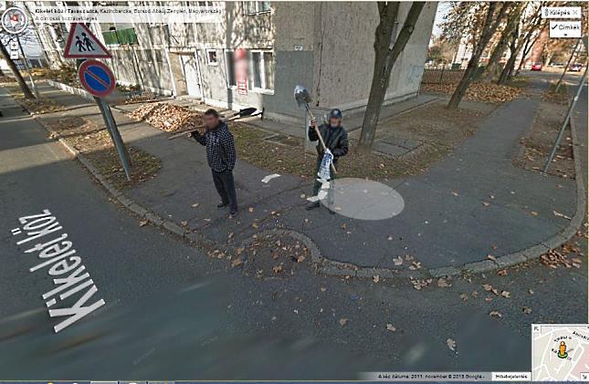 google térkép utcakép Ásóval fenyegették a Google autót google térkép utcakép