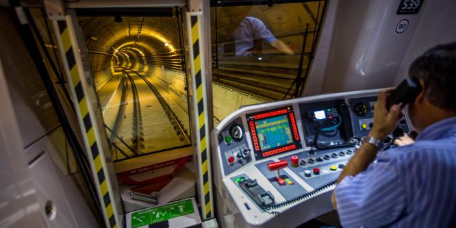 Ezért vezeti gép a négyes metrót
