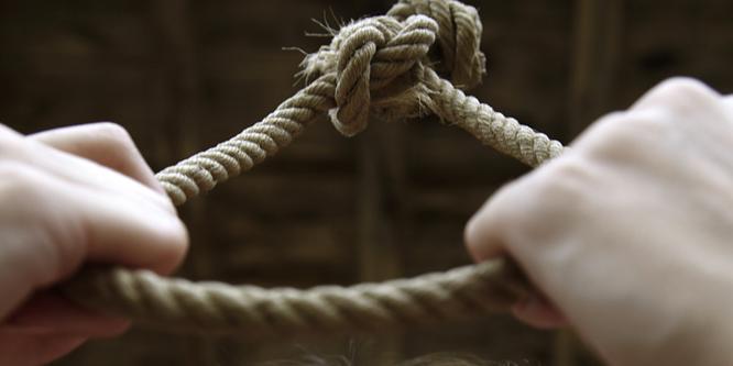 Szörny� tragédia: felakasztotta magát a 12 éves kislány