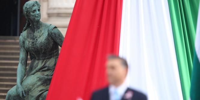 Szimbólumok rabja az Orbán-kormány