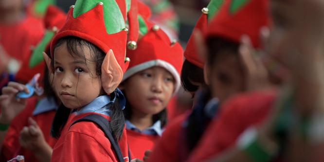 A legcukibb rekord: karácsonyi manók özönlötték el Bangkok városát