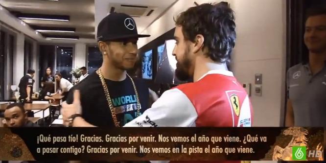 Alonso besétált a Mercedeshez gratulálni a Hamilton-családnak - videó