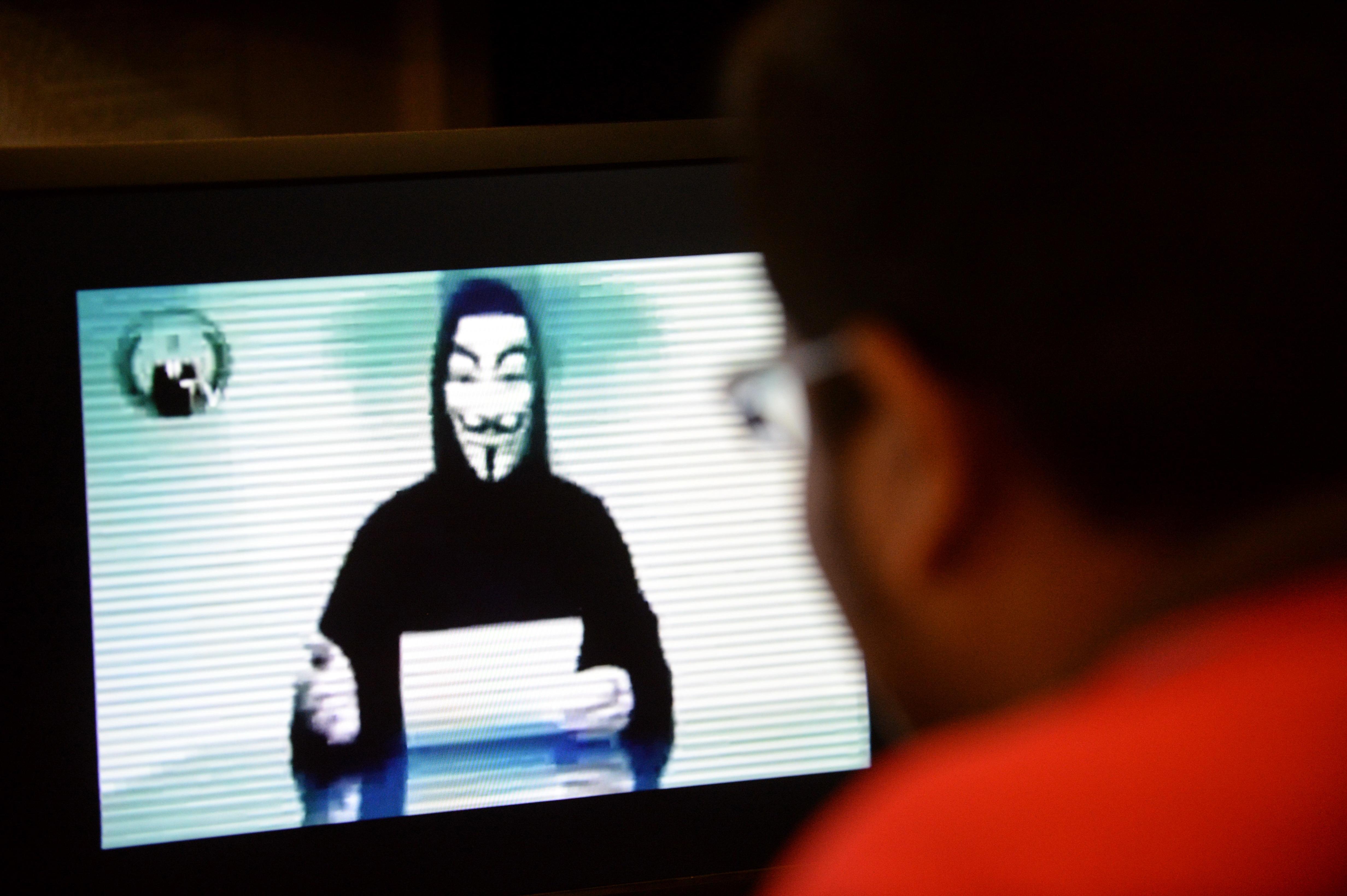 Friss hírek: Furcsa videóval jelentkezett a hírhedt hackercsoport.