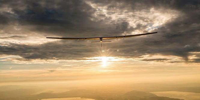 Világ körüli útra indul a napelemes repül�