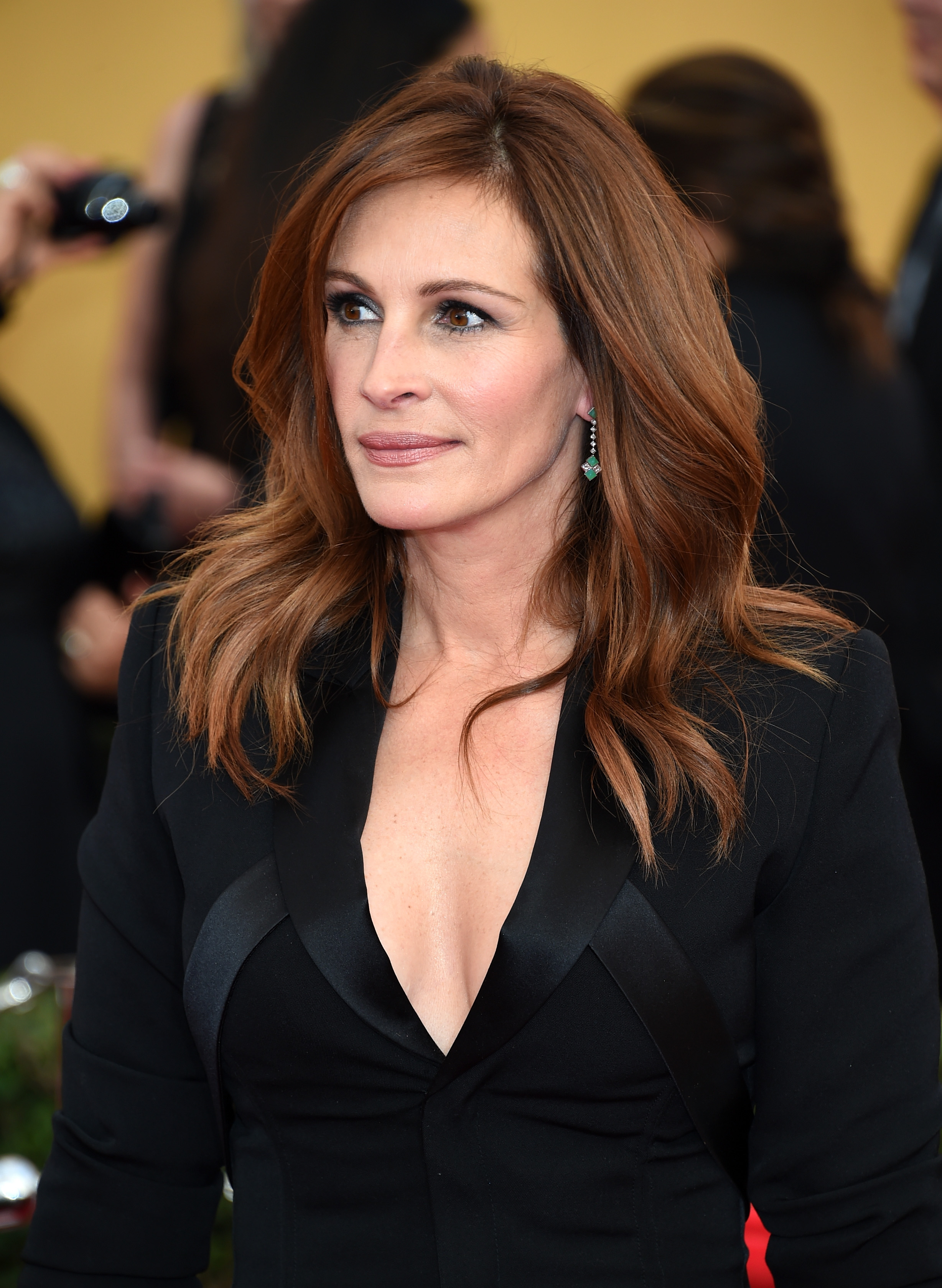 an introduction to the life of julia fiona roberts 2018-06-01  emma watson's 2014 speech on gender equality celebrity feminism,  i think it is right that women be involved on my behalf in the policies and decisions that will affect my life  fiona knocking down walls.
