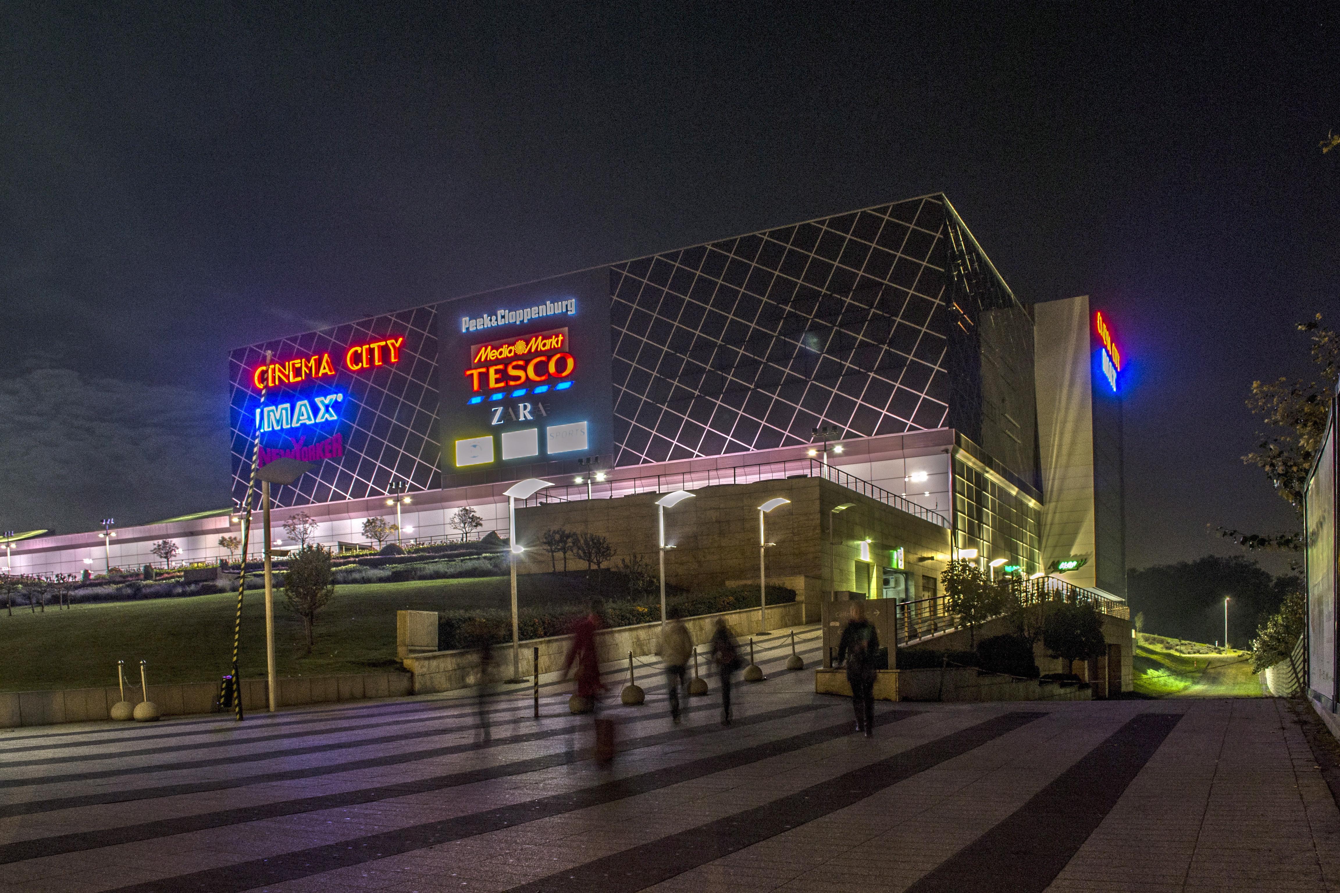 Friss hírek: Az Arena Plaza az új név mellett új logót is kap.