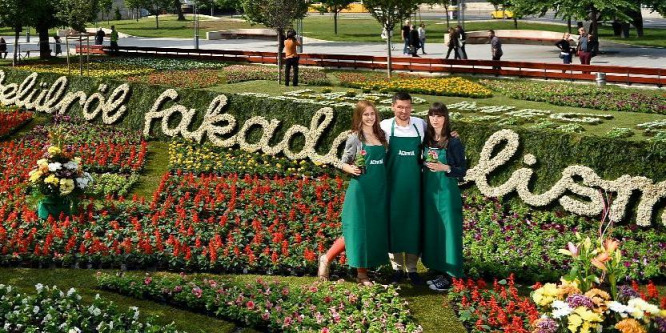 �rület: virágba borult Budapest belvárosa