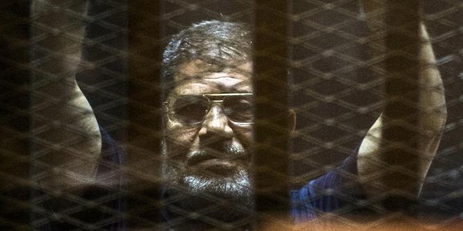 Életfogytiglanra és halálra is ítélték a volt egyiptomi elnököt