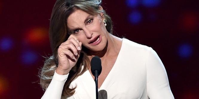 Könnyek között vette át bátorságdíját Caitlyn Jenner