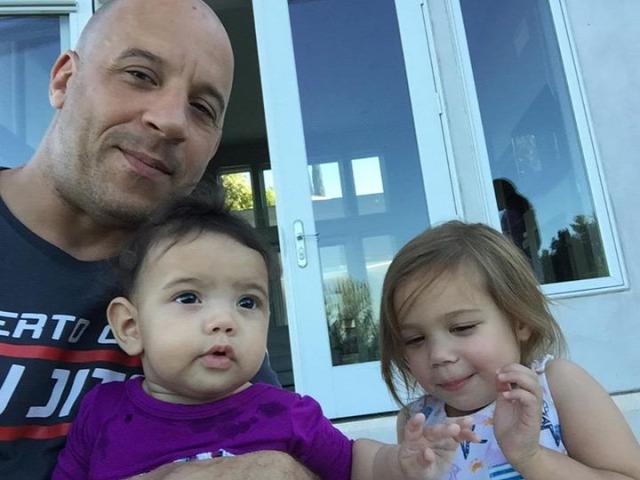 Vin Diesel Gyermekével Cukiskodik