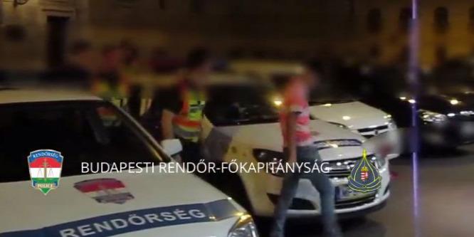 Csenevész test� fiatalok támadták le a két férfit