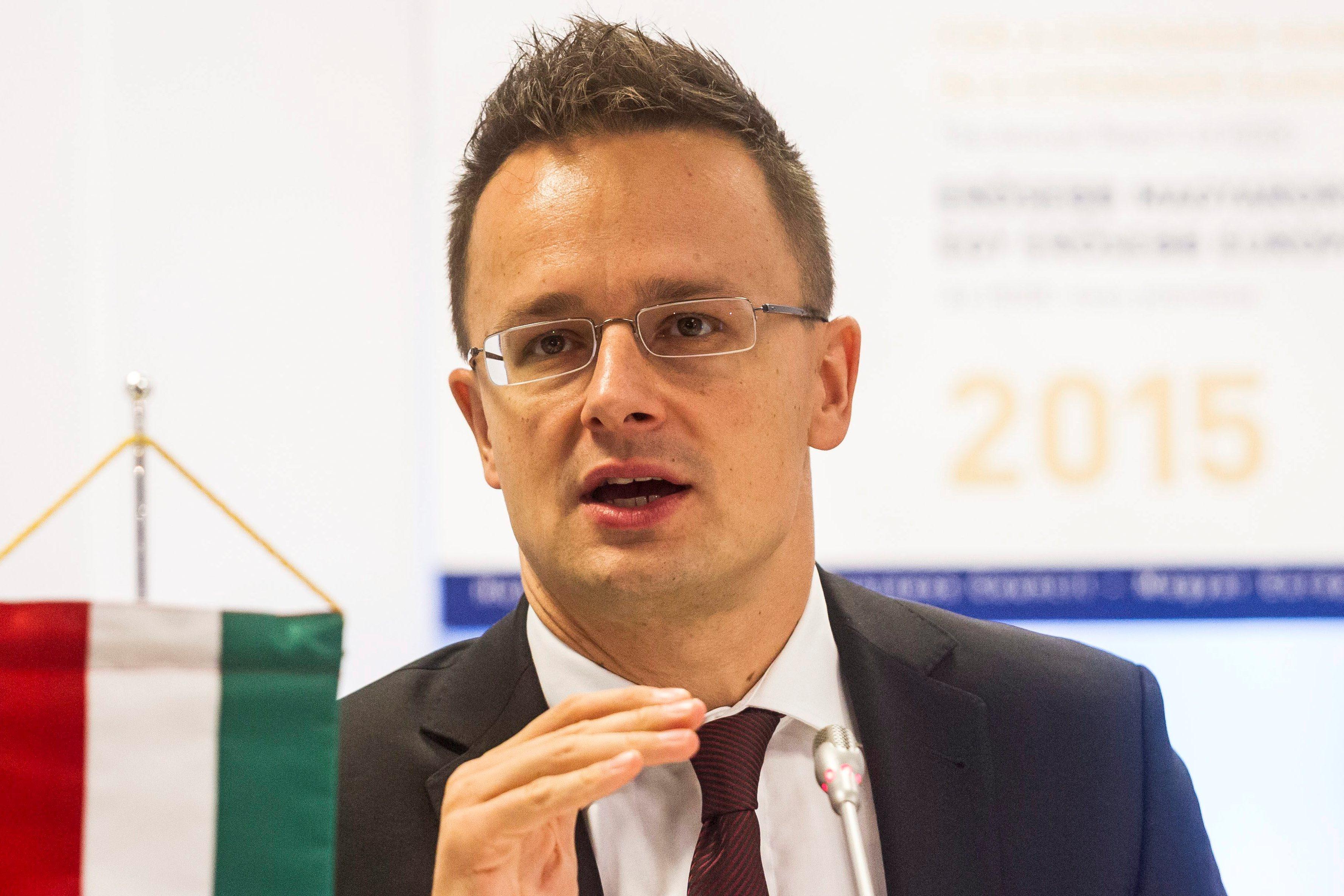 Szijjártó elárulta, ki zsarolja Magyarországot