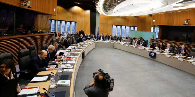 Ismét a lengyeleknél vizsgálódik a Velencei Bizottság