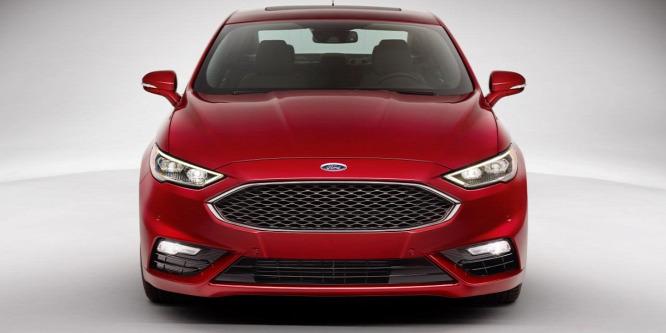 Felismeri a kátyúkat a 325 lóerős amerikai Ford Mondeo