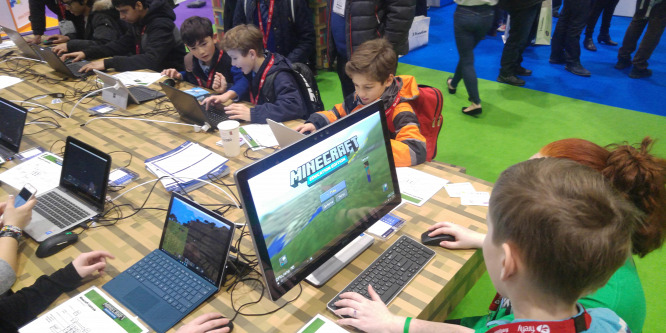 Ingyenes programozói tábort szervez gyerekeknek a Vodafone