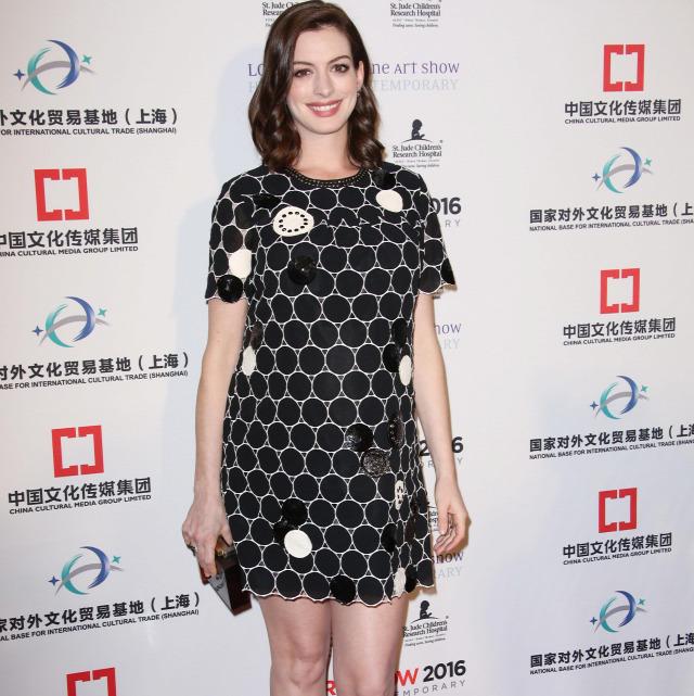 Megszületett Anne Hathaway Első Gyermeke