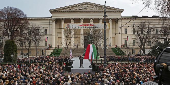 Tüntetést engedélyezett a bíróság az állami ünnepség helyszínére