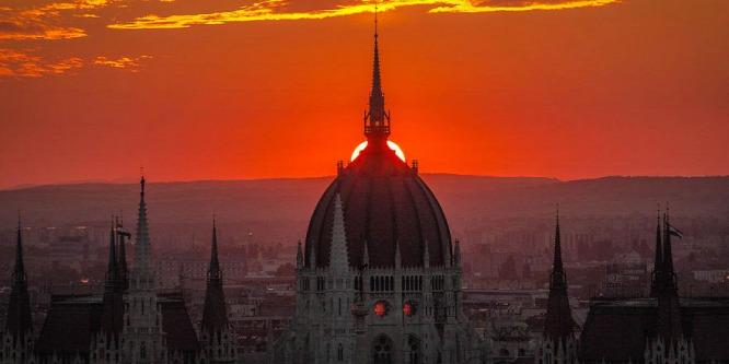 Budapest hajnali fényben: a magyar f�várost csodálja a fél világ
