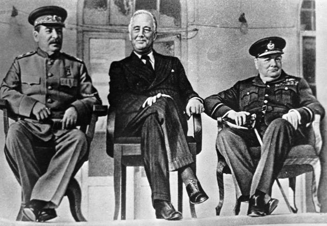 Nagyhatalmi paktum szülte a demokráciát kivégző lopakodó diktatúrát