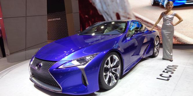 Takarékos, de gumit is tud füstölni az új hibrid Lexus