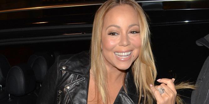 Mariah Carey huncut melle kicsusszant a ruhájából