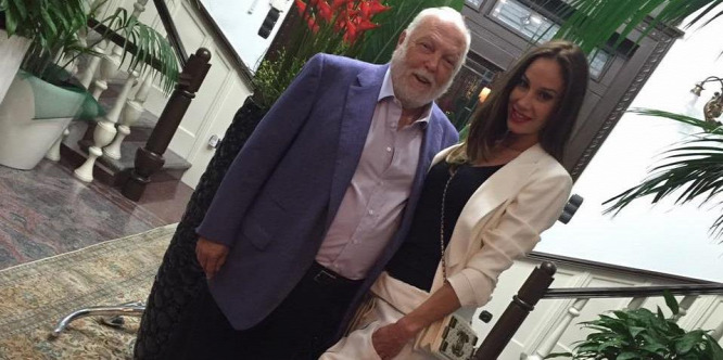 Vajna Timi befejezte, átadta a Miss Universe Organisation jogait