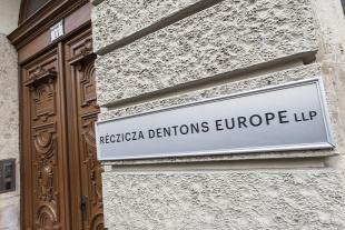 Forr�s: R�czicza Dentons Europe LLP