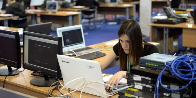Az informatikai képzések versenyképességén javít a kormány