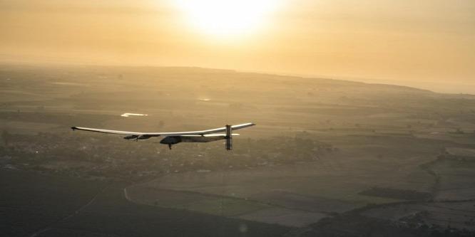 �rültség bízni, butaság kételkedni a napelemes repülésben