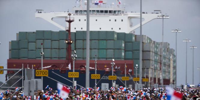 Kínai óriáshajó avatta fel a kiszélesített Panama-csatornát