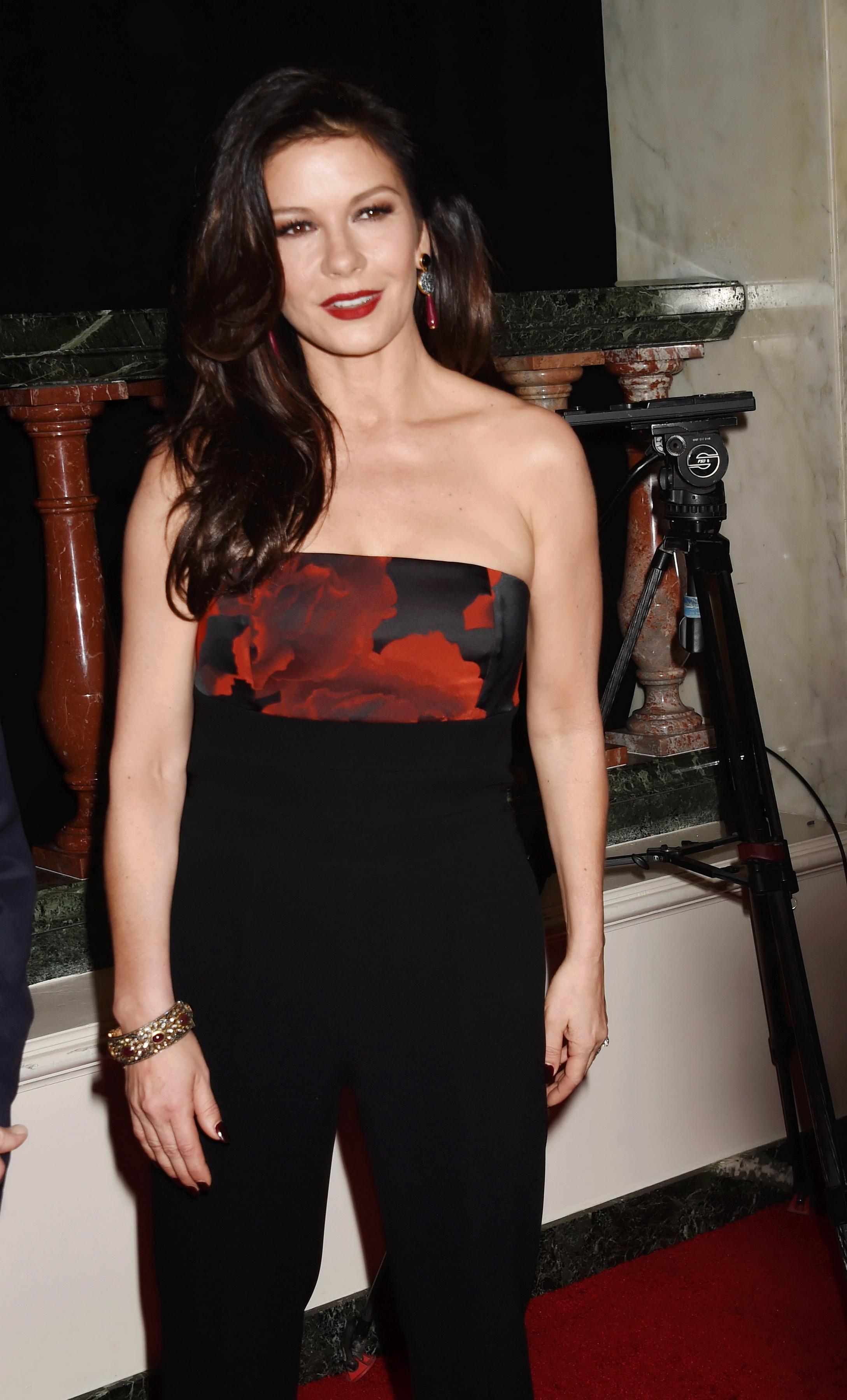 A bikinis Catherine Zeta Jones közel ötvenévesen is dögös Origo