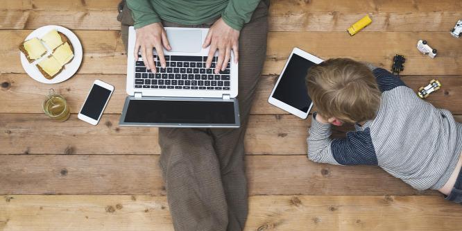 Offline szülők, online gyerekek? Lehet máshogy!