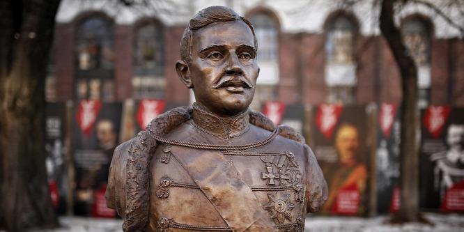 Felavatták IV. Károly szobrát Budapesten