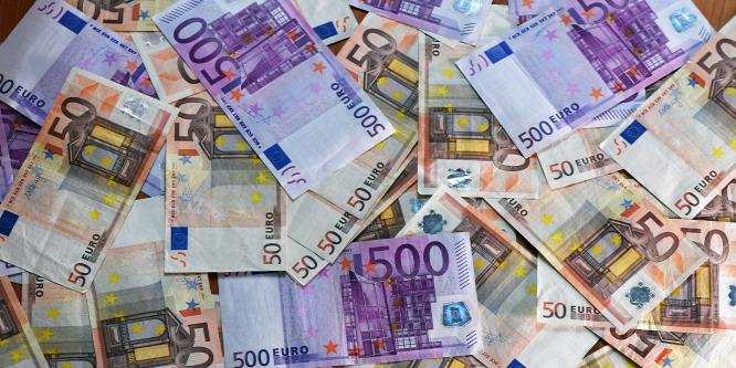 Húszhavi mélyponton az euró a dollárral szemben