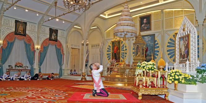 Apja örökébe lép a kevésbé népszerű új thai király