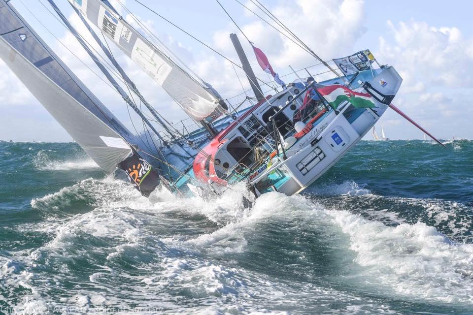 Friss hírek: Fa Nándor már a top 10-ben halad a Dél-Indiai-óceánon a nyolcadik Vendeé Globe földkerülő vitorlásversenyen.