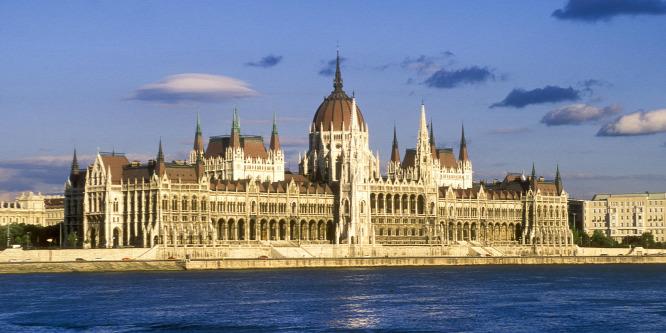 Óriási dilemma: kormányváltás-kísérlet vagy megmaradás