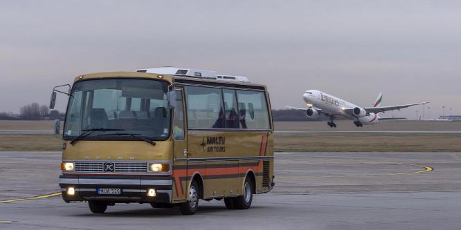 Földi kiszolgáló – Setra S 208 H (Malév) veterán busz