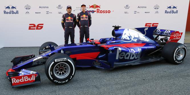 Szakított az eddigi színekkel a Toro Rosso