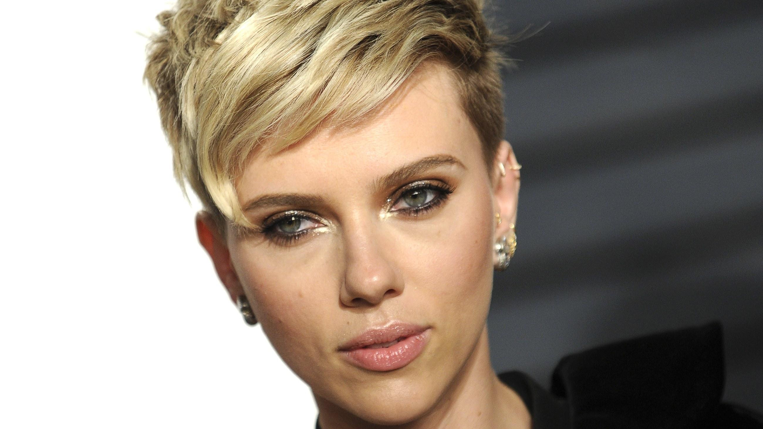 Kiderült a titok: Ő Scarlett Johansson új pasija