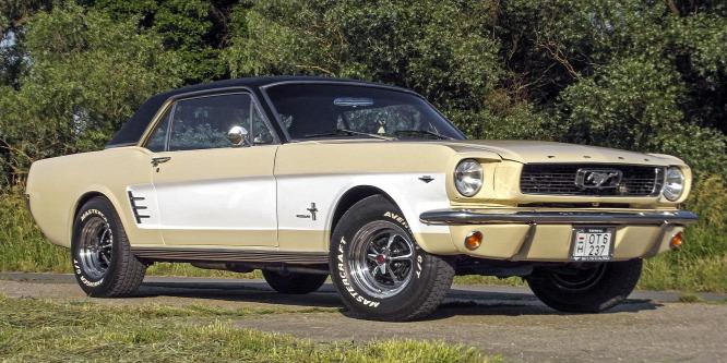 Ha V8-assal veszi, jó lóra tesz - Ford Mustang (1966) teszt