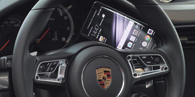 Szász Százalék: A 450 ezer forintos telefon az 50 milliós Porschéban