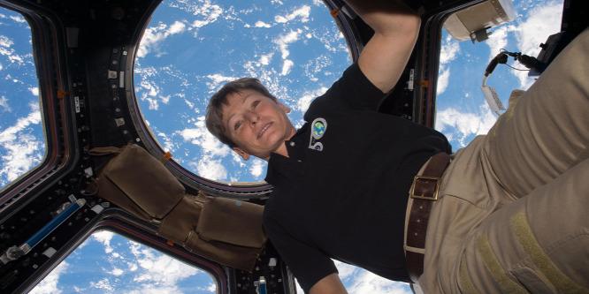 Űrrepülési rekordot állított fel a NASA pilótája