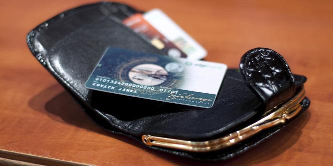 Milliárdok ragadhatnak a SZÉP-kártyákon