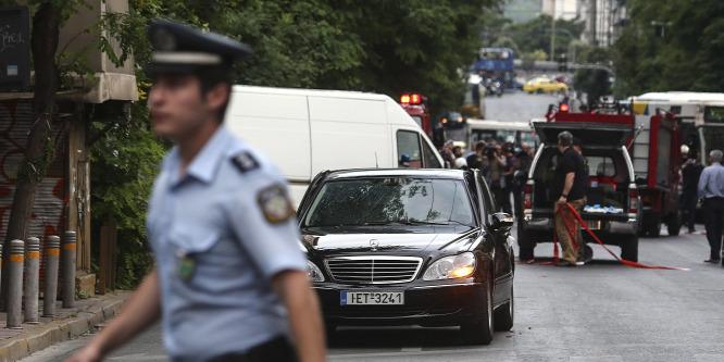 Levélbomba robbant a volt görög miniszterelnök autójában