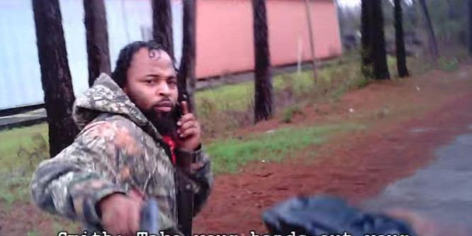 Videóra vette, ahogy nyolc golyót eresztenek a testébe