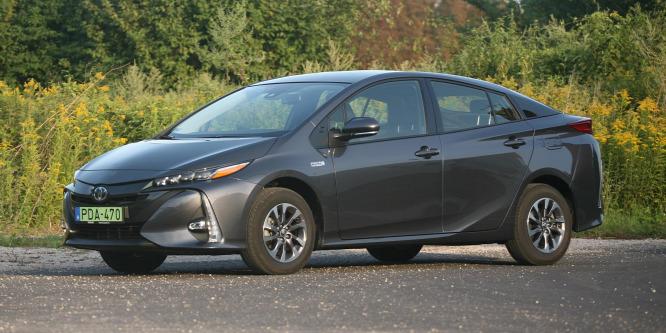 Sokba kerül a zöld rendszám és a vele járó ingyen parkolás - Toyota Prius Plug-in teszt