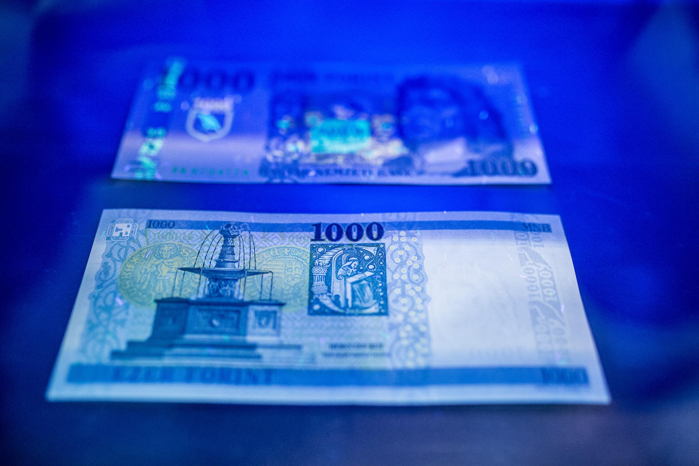 Friss hírek: Hamisítás elleni plusz biztosítékokat kap az új bankjegy.
