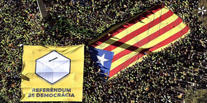 A függetlenség kikiáltásával fenyeget a katalán elnök